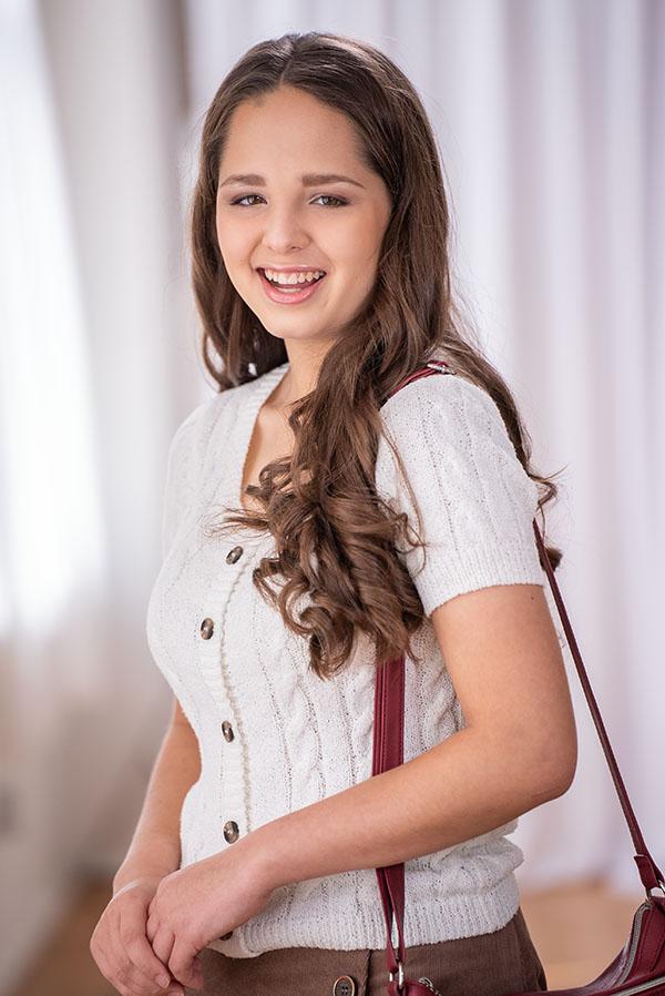 Emily Knauper 026fin600